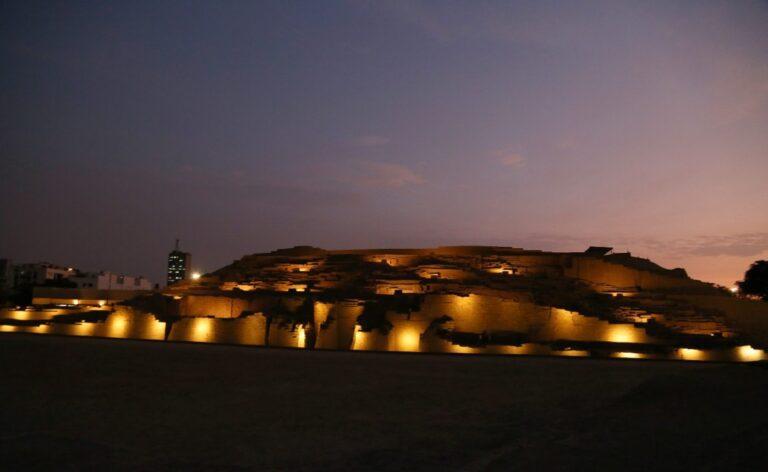 huaca pucllana at night