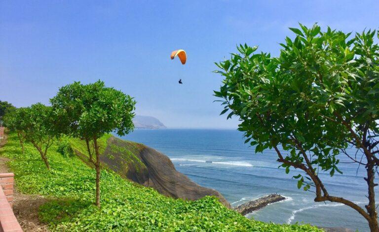paragliding in Peru
