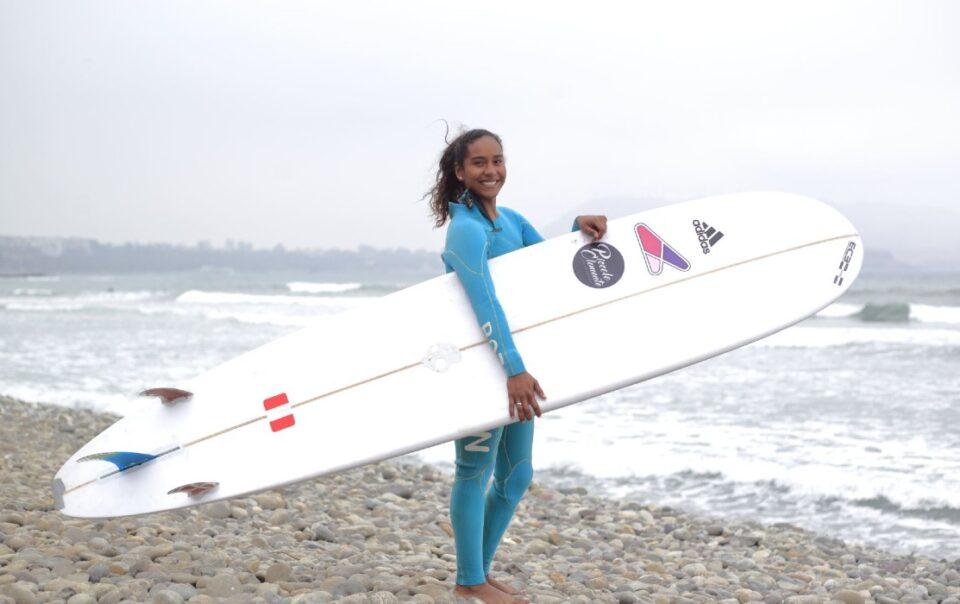 maria fernanda reyes andina surfing