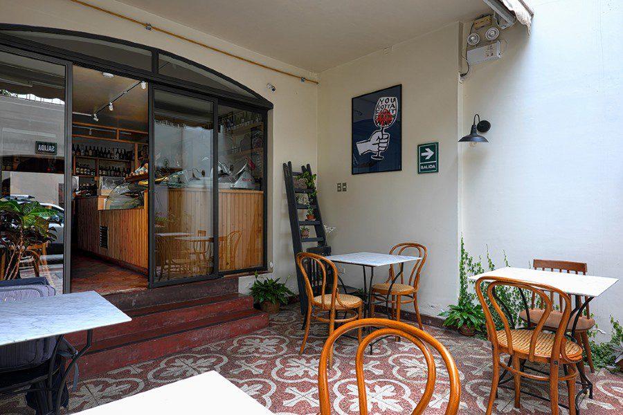 La gastronoma - decor outside