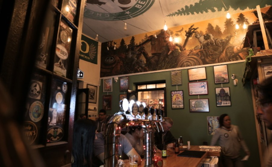 Bar scene Chelawasi
