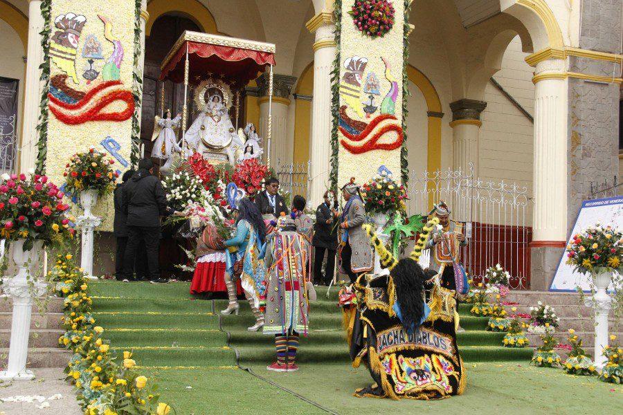 Virgen-de-la-Candelaria-Puno